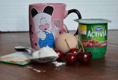 Tort-tazza yogurt e ciliegie (Mug cake)