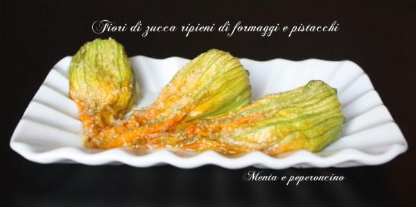 Fiori di zucca ripieni di formaggi e pistacchi