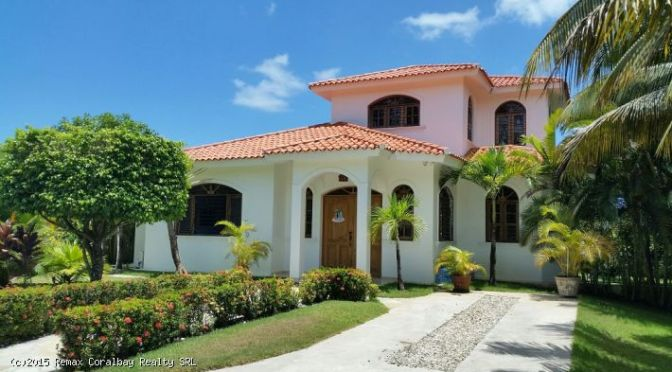 Ocean View Villa with a Tropical feel…