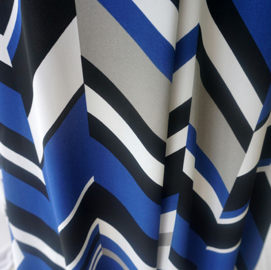 dvf-black-royal-white-abstract-polyester-fine-crepe