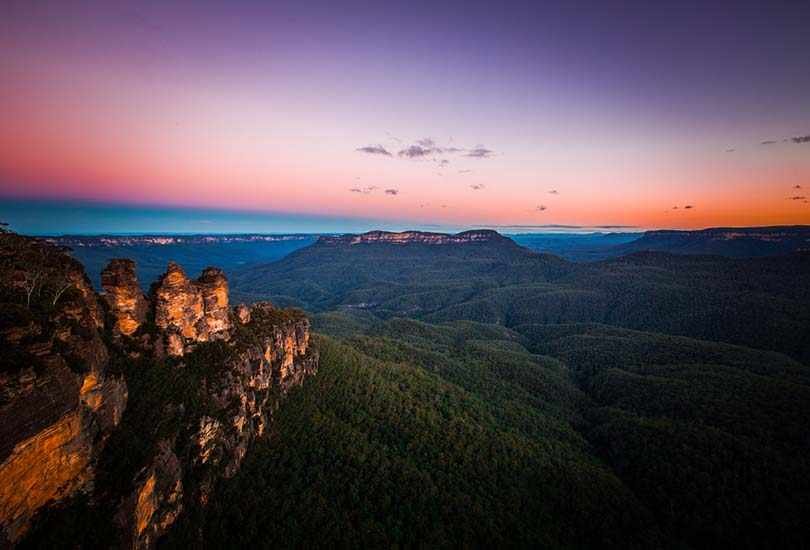 Witness Three Sisters and Scenic Skyway at Blue Mountains