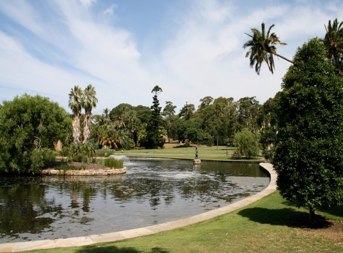 ENJOY PICNIC AT THE ROYAL BOTANIC GARDENS