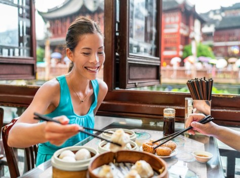 TRY LOCAL CUISINES AT CHINATOWN