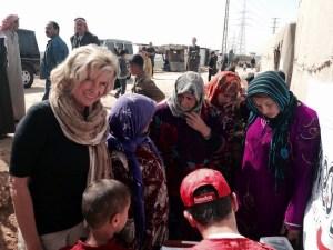 Dagmar Wöhrl mit Flüchtlingen