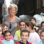 Dagmar-Woehrl-mit-Kindern-im-Muellviertel-El-Khusus