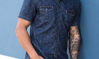 camisa jeans e bermuda masculina