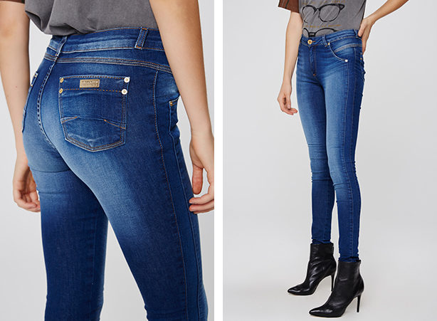 calça jeans skinny com detalhe lateral