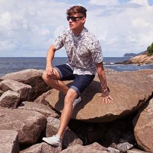 Como usar look com camisa floral masculina