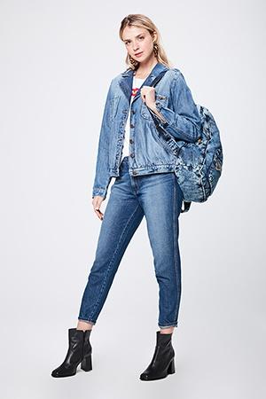 mochila jeans feminina