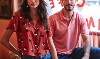 Look feminino, calça jeans com camisa de poás, masculino calça jeans com camisa gola polo.