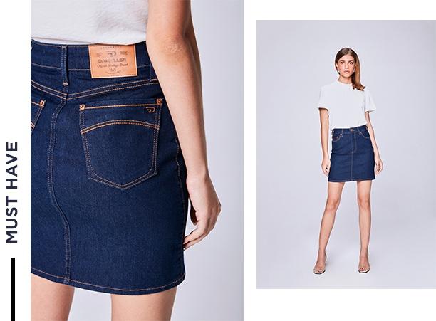Saia média jeans com top branco