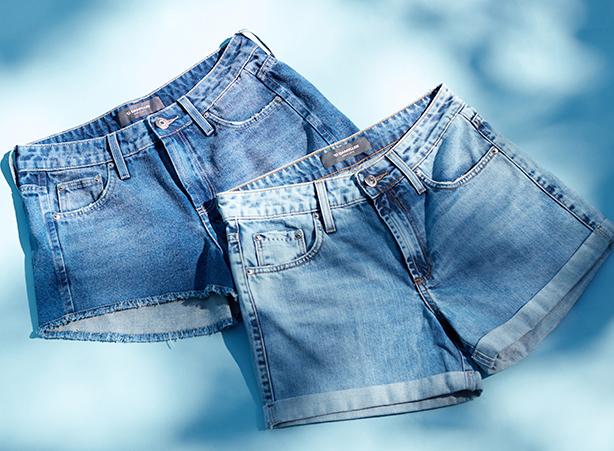 Short jeans curto com barra dobrada ou barra desfiada
