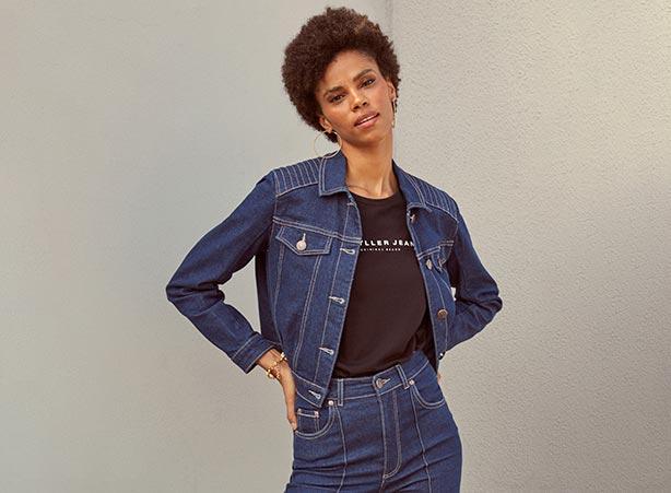 Jaqueta jeans curta com camiseta