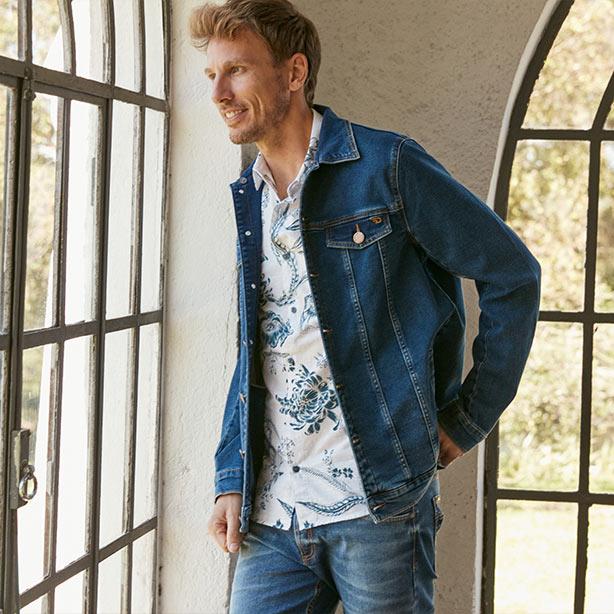 Camisa masculina com jaqueta jeans
