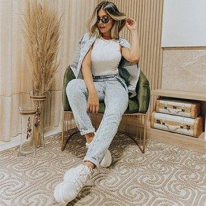 11 looks com calça jeans e tênis para usar todos os dias