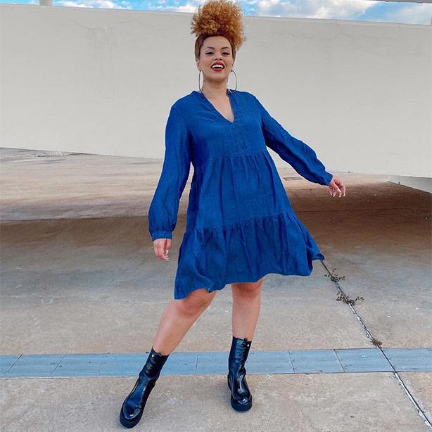 Vestido breezy com bota de cano médio para usar no inverno