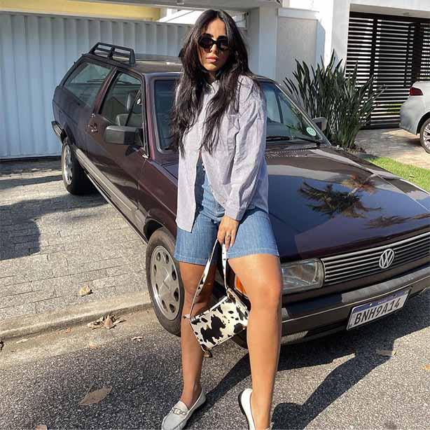 Bermuda jeans feminina com camisa social