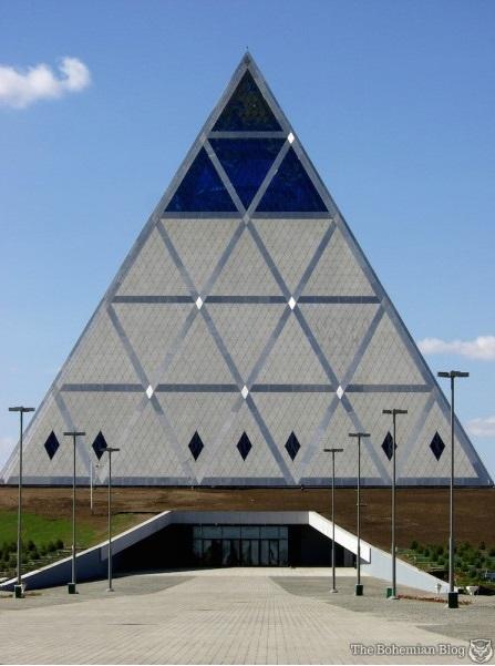 Ақмола қаласындағы масон пирамидасы.