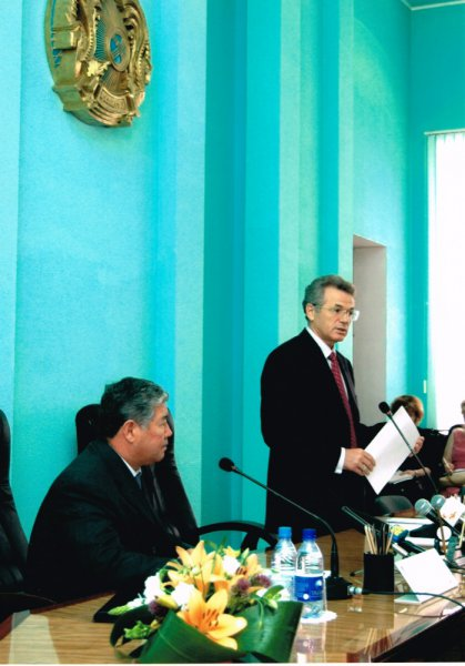 Солдан оңға қарай: Ахметжан Есімов пен Виктор Храпунов.