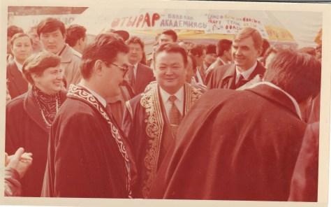 Первый справа - Яков Заяц, в центре - аким города Алматы Заманбек Нуркадилов.