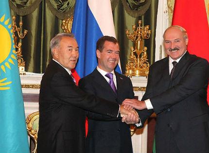 Солдан оңға қарай: Нұрсұлтан Назарбаев, Дмитрий Медведев пен Александр Лукашенко.