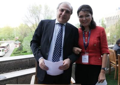 Солдан оңға қарай: Армен Смбатян және Дариға Назарбаева.