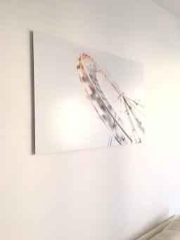 Le tableau accroché au mur