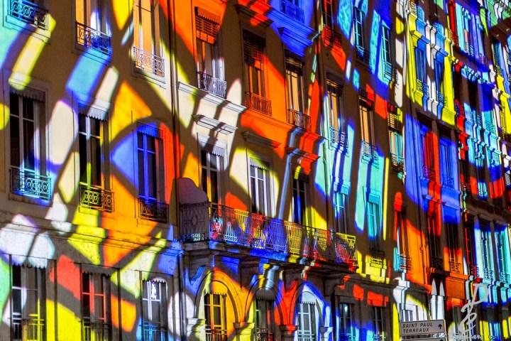 quai de saone mur coloré plan rapprochée fête des lumière de lyon 2018