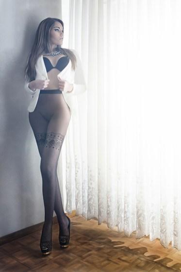 Sara - Pantyhose - IQ250 - Lueur de la fenêtre
