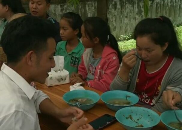 Helping Lao people with free food who lost income due to covid 19