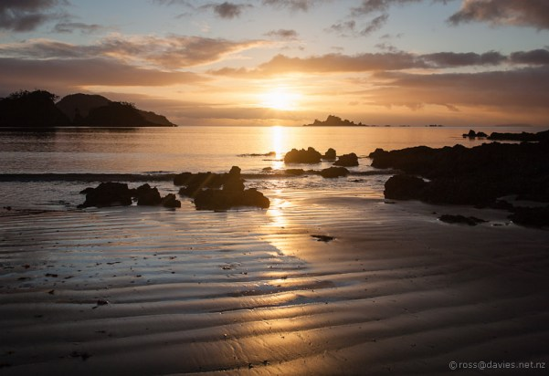 Sunrise Oakura Bay