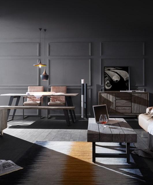 Gemütliches Ambiente mit Live-Edge Möbeln
