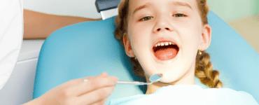 Criança primeira consulta com o dentista