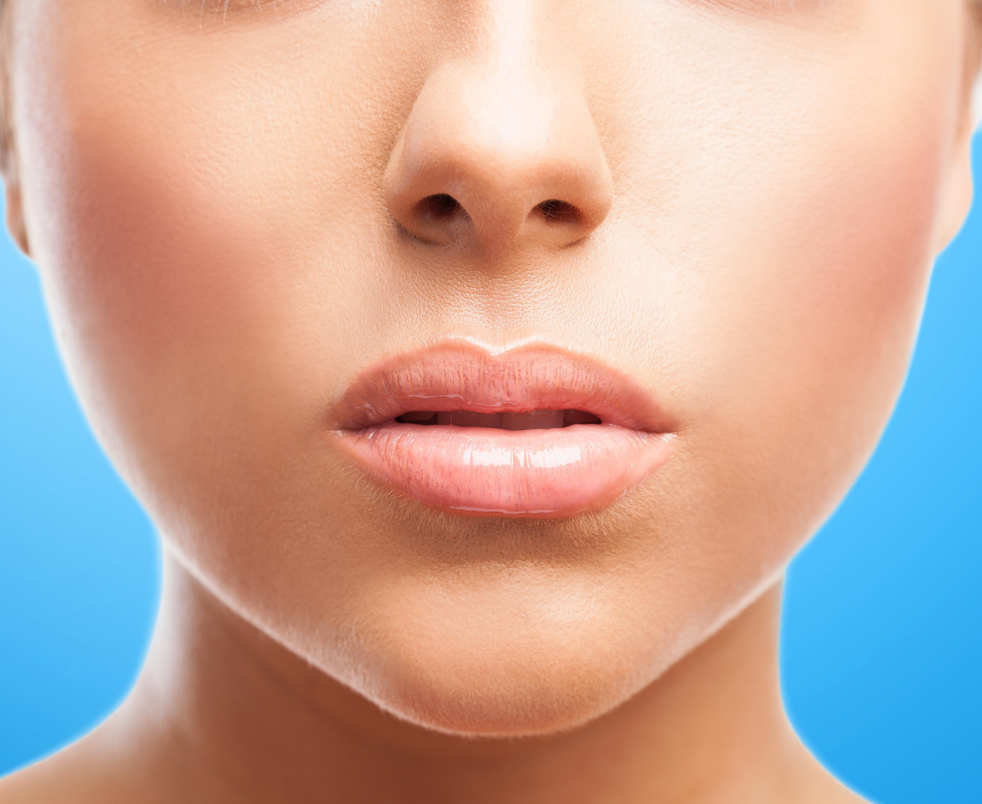 7 maneiras certas de se tratar lábios ressecados