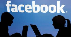 """¿Es correcto que alumnos y maestros sean """"amigos en Facebook?"""