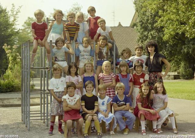 W I 90.82016, Winterthur (Kreis 6), Erlenstrasse, Wülflingen Stufe/Klasse: Primarschule Lehrperson: Frau S. Siegrist, 25.08.1978, Artist: