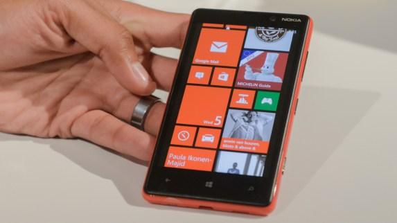 Nokia Lumia Series 820 Tampil Trendi dengan Beragam Fitur Dan Warna_2