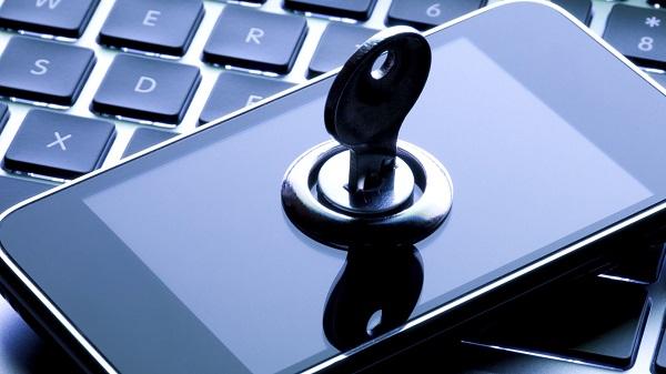 Lakukan enkripsi terhadap data-data yang anda simpan di smartphone