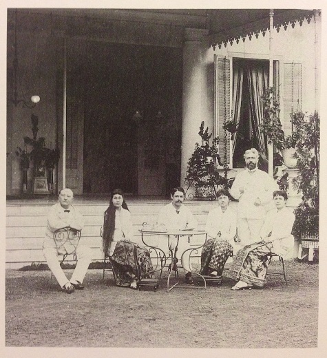 Three Indo-European women wearing kebaya blouses with batik sarongs, Batavia (Jakarta), around 1880. Heringa, R./ Veldhuisen, H.C: Fabric of Enchantment. Batik from the North Coast of Java. Los Angeles County Museum of Art. Los Angeles, 1996. pg. 48