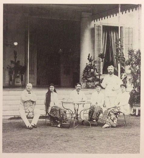 Three Indo-European women wearing kebaya blouses with batik sarongs, Batavia (Jakarta), around 1880. Heringa, R./ Veldhuisen, H.C: Fabric of Enchantment. Batik from the North Coast of Java. Los Angeles County Museum of Art. Los Angeles, 1996. pg. 48