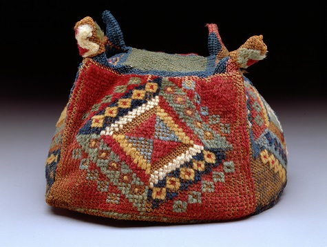 Four-cornered hat/Gorro de cuatro puntas, Peru: south-central highlands or coast, Huari (Wari) culture, A.D. 700–900, camelid fiber, Dallas Museum of Art, The Nora and John Wise Collection, gift of Mr. and Mrs. Jake L. Hamon, the Eugene McDermott Family, Mr. and Mrs. Algur H. Meadows and the Meadows Foundation, Incorporated, and Mr. and Mrs. John D. Murchison, 1976.W.2013