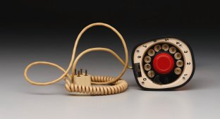 """Ericofon"" pattern telephone, Telefonaktiebolaget L M Ericsson,designed 1949-1954, Dallas Museum of Art, 20th-Century Design Fund"