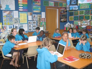 Students at Hurupaki Primary School blogging live with the Bugman.