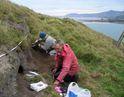 Excavation at Pukekura Pā, Taiaroa Head, with Brian Allingham.