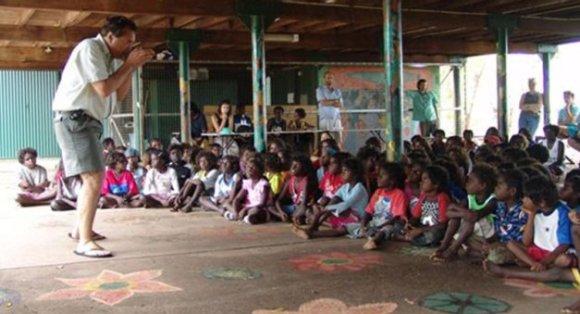 Joe Harawira storytelling in the Outback (Kakadu).
