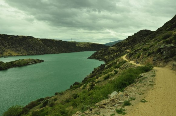 Clutha river and cycle track between Roxburgh and Alexandra.