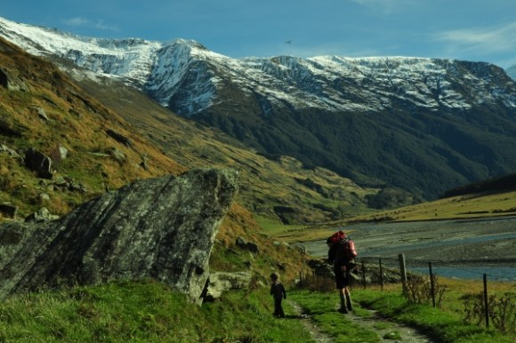 mount-aspiring-walk-rocks