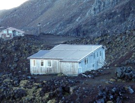 Tararua Hut before the roof was painted.