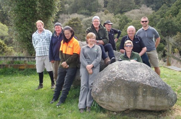 The committed group of volunteers at Paengaroa Scenic Reserve.