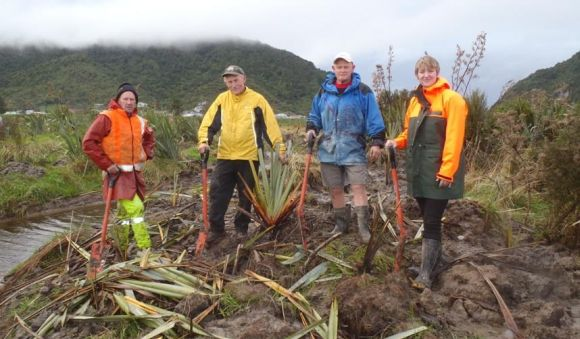 Grey District mayor Tony Kokshoorn joined community ranger Lauren Roberts and volunteers on a recent planting day.